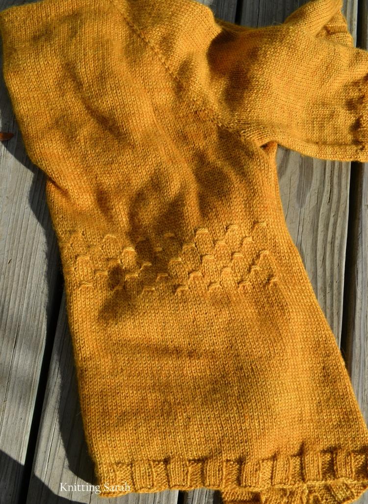 lavaliere back detail